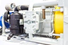 Κλείστε επάνω τους ισχυρούς ηλεκτρικούς κινητήρες για το σύγχρονο βιομηχανικό εξοπλισμό Στοκ εικόνες με δικαίωμα ελεύθερης χρήσης