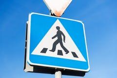 Κλείστε επάνω του για τους πεζούς οδικού σημαδιού διαβάσεων πεζών Στοκ Εικόνα