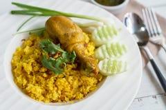 Κλείστε επάνω του κίτρινου ρυζιού κάρρυ biryani κοτόπουλου Στοκ φωτογραφίες με δικαίωμα ελεύθερης χρήσης