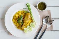 Κλείστε επάνω του κίτρινου ρυζιού κάρρυ biryani κοτόπουλου Στοκ φωτογραφία με δικαίωμα ελεύθερης χρήσης