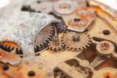 Κλείστε επάνω του παλαιού σκουριασμένου ρολογιού στοκ εικόνες με δικαίωμα ελεύθερης χρήσης