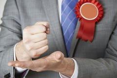 Κλείστε επάνω του πολιτικού που κάνει την εμπαθή ομιλία Στοκ Εικόνα