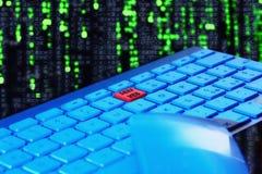 Κλείστε επάνω του πληκτρολογίου, μπλε φως Κόκκινο κλειδί για το βαθύ Ιστό Στοκ Εικόνες