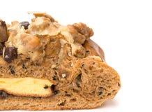 Κλείστε επάνω του υγιούς και yummy ψωμιού με τη σταφίδα ξύλων καρυδιάς και το σπόρο πεπονιών Στοκ φωτογραφίες με δικαίωμα ελεύθερης χρήσης