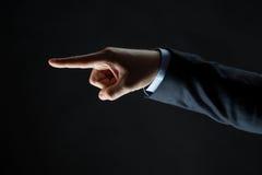 Κλείστε επάνω του χεριού δείχνοντας το δάχτυλο κάτι Στοκ Φωτογραφία