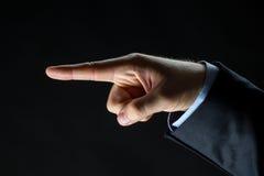 Κλείστε επάνω του χεριού δείχνοντας το δάχτυλο κάτι Στοκ Εικόνα