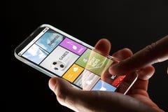 Κλείστε επάνω του χεριού με τα apps στο smartphone Στοκ φωτογραφία με δικαίωμα ελεύθερης χρήσης