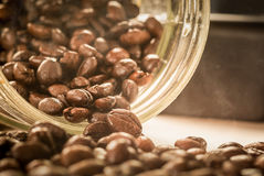 Κλείστε επάνω του ψημένου φασολιού καφέ Στοκ φωτογραφία με δικαίωμα ελεύθερης χρήσης