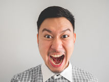 Κλείστε επάνω του headshot του τρελλού ατόμου προσώπου στοκ φωτογραφία με δικαίωμα ελεύθερης χρήσης