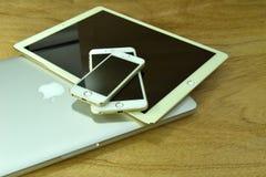 Κλείστε επάνω του iPhone 6s συν, iPhone 5s και ipad υπέρ Στοκ φωτογραφία με δικαίωμα ελεύθερης χρήσης