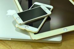 Κλείστε επάνω του iPhone 6s συν, iPhone 5s και ipad υπέρ Στοκ Φωτογραφία