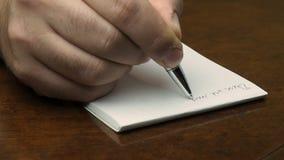 Κλείστε επάνω το αρσενικό σημειωματάριο γραψίματος χεριών απόθεμα βίντεο
