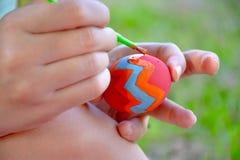 Κλείστε επάνω το ζωηρόχρωμο αυγό Πάσχας Στοκ φωτογραφία με δικαίωμα ελεύθερης χρήσης