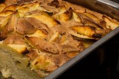Κλείστε επάνω το κέικ της Apple στο τηγάνι φούρνος-δίσκων από Στοκ φωτογραφία με δικαίωμα ελεύθερης χρήσης