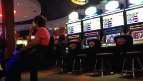 Κλείστε επάνω το μηχάνημα τυχερών παιχνιδιών με κέρματα Στοκ φωτογραφίες με δικαίωμα ελεύθερης χρήσης