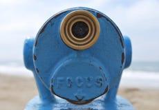 Κλείστε επάνω το μπλε σημείο άποψης τηλεσκοπίων κοιτάζοντας έξω στη θάλασσα Στοκ φωτογραφία με δικαίωμα ελεύθερης χρήσης
