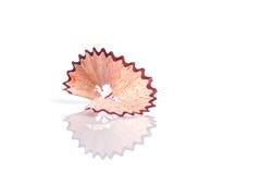 Κλείστε επάνω το ξύρισμα μολυβιών χρώματος που απομονώνεται στο λευκό Στοκ εικόνα με δικαίωμα ελεύθερης χρήσης