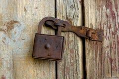 Κλείστε επάνω το παλαιό σκουριασμένο λουκέτο Στοκ Φωτογραφίες