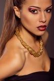 Κλείστε επάνω το πορτρέτο μόδας Πρότυπος πυροβολισμός Makeup και Hairstyle Στοκ εικόνες με δικαίωμα ελεύθερης χρήσης