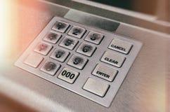 Κλείστε επάνω το πληκτρολόγιο μηχανών του ΕΛΚ του ATM ή τα κουμπιά των αυτοματοποιημένων μετρητών Μ μηχανών αφηγητών Στοκ Εικόνες