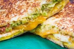 Κλείστε επάνω το ψημένο αβοκάντο σάντουιτς αυγών Στοκ Εικόνες
