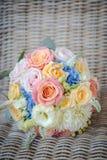 Κλείστε επάνω το όμορφο γαμήλιο ροζ αυξήθηκε ανθοδέσμη Στοκ Εικόνα