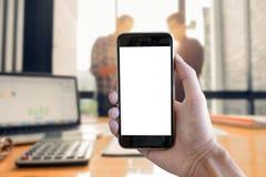 Κλείστε επάνω το smartphone λαβής ατόμων με την κενή οθόνη κινητή και το busine Στοκ φωτογραφία με δικαίωμα ελεύθερης χρήσης