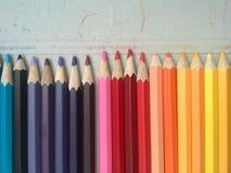Κλείστε επάνω των μολυβιών χρώματος και του ανοικτού χτυπήματος κιβωτίων μολυβιών Στοκ Φωτογραφίες