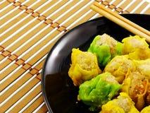 Κλείστε επάνω των μπουλεττών shumai τα αμυδρά κινεζικά τρόφιμα ποσού Στοκ Φωτογραφίες