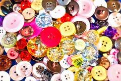 Κλείστε επάνω των παλαιών και νέων κουμπιών Στοκ φωτογραφία με δικαίωμα ελεύθερης χρήσης