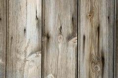 κλείστε επάνω των παλαιών σανίδων weatherd του ξύλου που παρουσιάζει τους κόμβους και GR Στοκ εικόνες με δικαίωμα ελεύθερης χρήσης
