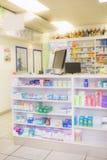 Κλείστε επάνω των ραφιών των φαρμάκων Στοκ Εικόνα