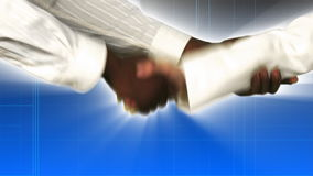 Κλείστε επάνω των χεριών τινάγματος επιχειρηματιών και επιχειρηματιών φιλμ μικρού μήκους