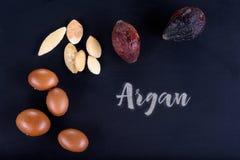 Κλείστε επάνω Argan των φρούτων σε έναν πίνακα κιμωλίας Στοκ φωτογραφίες με δικαίωμα ελεύθερης χρήσης