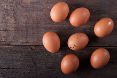 Κλείστε του φρέσκου αυγού κοτόπουλου, αυγά Πολλά φρέσκα κίτρινα αυγά κοτόπουλου Στοκ Εικόνες