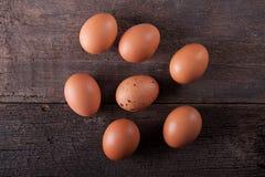 Κλείστε του φρέσκου αυγού κοτόπουλου, αυγά Πολλά φρέσκα κίτρινα αυγά κοτόπουλου Στοκ Φωτογραφία