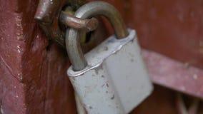 κλείδωμα πορτών παλαιό απόθεμα βίντεο