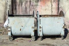 κλειστά εμπορευματοκιβωτίων θέματα καπακιών απορριμάτων οικολογίας περιβαλλοντικά Στοκ Εικόνες