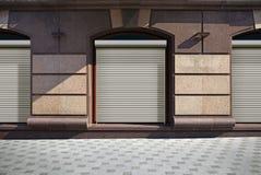 Κλειστός παρουσιάστε παράθυρο του καταστήματος Στοκ Φωτογραφίες