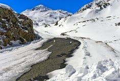 Κλειστός δρόμος περασμάτων το χειμώνα, μεγάλο πέρασμα του ST Bernard, Ελβετία Στοκ Φωτογραφία