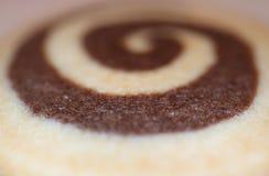 Κλειστό επάνω μπισκότο στροβίλου βανίλιας και σοκολάτας με την εκλεκτική εστίαση για το υπόβαθρο σύστασης Στοκ Φωτογραφίες