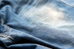 Κλειστό επάνω τζιν παντελόνι, σύσταση τζιν, εκλεκτική εστίαση στοκ εικόνα με δικαίωμα ελεύθερης χρήσης