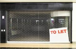 Κλειστό επιχειρησιακό διάστημα καταστημάτων με για να αφήσει το σημάδι Στοκ εικόνα με δικαίωμα ελεύθερης χρήσης