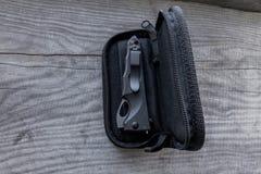 Κλειστό μαχαίρι σε μια περίπτωση Στοκ φωτογραφία με δικαίωμα ελεύθερης χρήσης