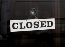 Κλειστό σημάδι σε μια πόρτα στοκ φωτογραφίες