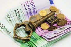 Κλειδί για τα χρήματα Στοκ φωτογραφίες με δικαίωμα ελεύθερης χρήσης