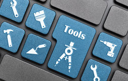 Κλειδί εργαλείων στο πληκτρολόγιο στοκ εικόνα