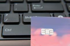 Κλειδί και κάρτα ελέγχου Στοκ φωτογραφία με δικαίωμα ελεύθερης χρήσης