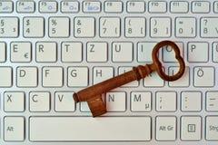 Κλειδί και πληκτρολόγιο σκελετών Στοκ Φωτογραφίες
