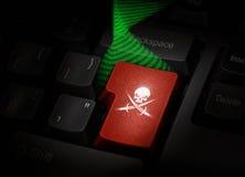 Κλειδί πειρατών στο πληκτρολόγιο υπολογιστών Στοκ φωτογραφία με δικαίωμα ελεύθερης χρήσης
